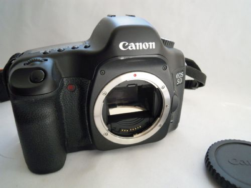CANON EOS 5D BODY WITH BATTERY CHARGER CB-5L